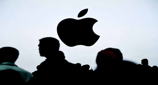 Apple Hires 300 Specialists from UK Company